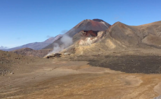 Tramping, Mount Ngauruhoe to Blue Lake. Tongariro Northern Circuit, Tongariro National Park, New Zealand. February 24, 2020. #tongarirocrossing #timelapse #newzealand #mountngauruhoe #tramping #redcrater #tongarironortherncircuit
